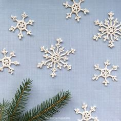 Snowflakes by Intheyarngarden. Free Swedish pattern and English crochet chart on our blog.