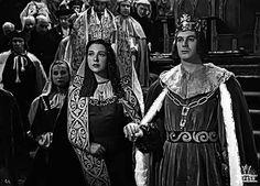 """Escena de la película """"Alba de América"""" (1951) con Amparo Rivelles como Isabel La Católica."""