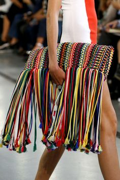 133 Standout Bags From the Spring/Summer 2017 Collections Emilio Pucci - My Accessories World Crochet Clutch, Crochet Purses, Crochet Bags, Mode Crochet, Fashion Magazin, Summer Handbags, Women's Handbags, Latest Handbags, Bags 2017