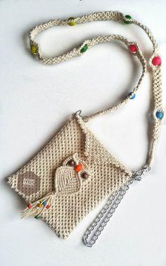 Macrame Mobile Purse – Easy Macrame Bag DIY – Willkommen in meiner Welt Macrame Purse, Macrame Owl, Macrame Knots, Micro Macrame, Macrame Bracelet Tutorial, Macrame Design, Crochet Handbags, Macrame Patterns, Friendship Bracelet Patterns