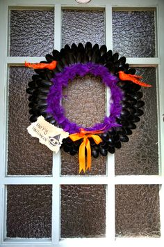 Pamper and Curves: Plastic Spoon Halloween Wreath