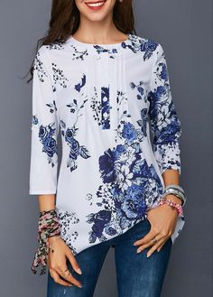 Stylish Tops For Girls, Trendy Tops, Trendy Fashion Tops, Trendy Tops For Women Blouse Styles, Blouse Designs, Trendy Tops For Women, Printed Blouse, Look Fashion, Womens Fashion, Long Sleeve Sweater, Dame, Quarter Sleeve