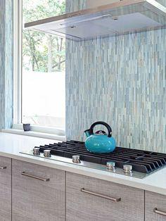Blue Backsplash Ideas ( Navy, Aqua, Royal or Coastal ) Blue Design Backsplash Tile Design, Custom Backsplash, Bathroom Remodel Master, Brick Backsplash, Tile Design, Blue Backsplash, Granite Countertop Designs, Backsplash Designs, Traditional Kitchen Backsplash