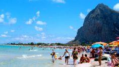 Il massimo riconoscimento – 5 #vele – è andato a 19 località #top in #Italia per quanto ritarda il #turismo #balneare #guida #blu #legambiente #mare #turismo #estate