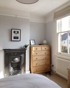 Simple room: ideas for decorating a room with few features - Home Fashion Trend Bedroom Alcove, Small Room Bedroom, White Bedroom, Bedroom Colors, Bedroom Sets, Small Rooms, Spare Room, Master Bedroom, Big Bedrooms