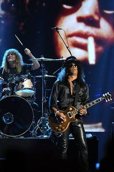 Watch Steven Adler Perform With Guns N' Roses For The First Time Since 1990 In Cincinnati - I'm Music Magazine Guns N Roses, Steven Adler, Saul Hudson, Axl Rose, Patrick Star, Music Magazines, Aerosmith, The Duff, Rock Music