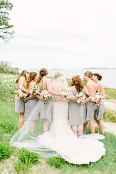 Bridesmaids bond | Photography: Kelly Dillon Photography - www.kellydillonphoto.com