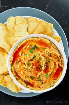 Creamy Buffalo Hummus – Buffalo wing flavor, in a low fat, low calorie dip. Ready in just minutes (Vegan & Gluten Free). Recipe @ NomingthruLife.com