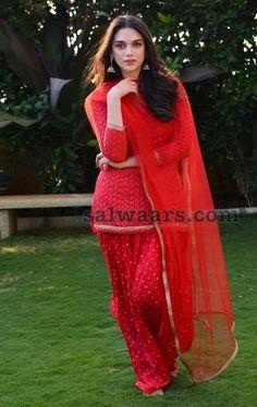 50 Ideas For Party Wallpaper Costume Pakistani Dresses, Indian Dresses, Indian Outfits, Indian Clothes, Red Salwar Suit, Patiala Salwar, Red Kurta, Anarkali, Lehenga