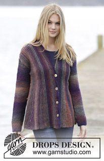 """Strikket DROPS jakke i """"Delight"""" med retstrik, kiler og sjalskrave, strikket sidelæns. Str S - XXXL. ~ DROPS Design"""