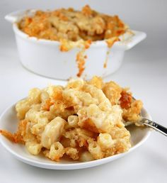 Cougar Gold Macaroni and Cheese and a Cougar Gold Cheese Giveaway (ends 2/5/13)  http://www.culinaryconcoctionsbypeabody.com/2013/01/29/cougar-gold-mac-and-cheese/    cougar??? looks delish though