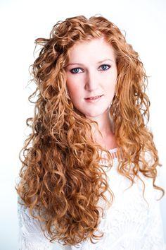 Marieke, haar krullen geknipt bij krullenkapper Haarstudio DUET & friends ( Enschede ) te Hengelo. Gefotografeerd door Indra Simons, ISI fotografie.