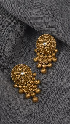 Where Sell Gold Jewelry Gold Jhumka Earrings, Indian Jewelry Earrings, Jewelry Design Earrings, Gold Earrings Designs, Antique Earrings, India Jewelry, Earings Gold, Buy Earrings, Jewelry Stand