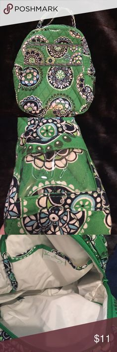 Vera Bradley lunchbag Cute bag, good condition, only defect is torn area on the bottom (seen in 4th picture). Lined with plastic, could be used for cosmetics, etc. Top Rated Seller & Fast Shipper! Build a Bundle for a better discount! Smoke & pet free home Vera Bradley Bags Cosmetic Bags & Cases