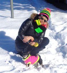 Partnerlook für Hundi und Frauli selber stricken - Mütze - Wolle - Anleitungen Models, Winter Hats, Puppies, Fashion, Wool, Tutorials, Breien, Puppys, Moda