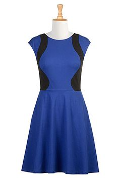 Hit the city avenues in our form-flattering dress styled with curving colorblock panels for a sporty vibe.