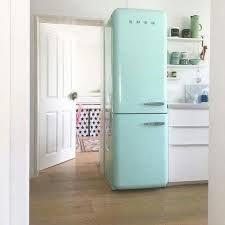small kitchen with smeg - Google Search Kitchen Gadgets, Smeg, Kitchen Design, Kitchen Inspirations, Small Kitchen, New Kitchen, Gray Interior, Kitchen Dinning, Kitchen Appliances