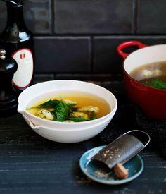 Spinach and ricotta dumplings in chicken broth (gnocchi di ricotta e spinaci in brodo)