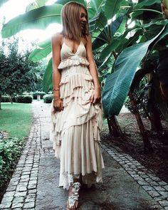 Przywołujemy wiosnę 💚🖤________________#SecretAngel #weddingdress 💜 #wedding #ślubmarzeń 💍 #perfectdress #ss2017 #soclassy 👌🏻 #chic #whitedress #bridal #perfectcombo #perfectmatch #atelier #ss2018 #whiteisalwaysagoodidea #weddingcollection