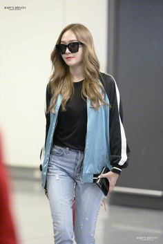 Jessica & Krystal, Krystal Jung, Korean Airport Fashion, Korean Fashion, Jessica Jung Fashion, Snsd Fashion, Celebrity Sunglasses, Fashion Brand, Fashion Design