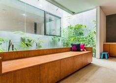 Kasten-förmiges Haus Design Lumber von Atelier Riri in Indonesien