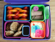 sea*life*style: I think I'm turning Japanese: bento box lunches Bento Box Lunch, Lunch Snacks, Healthy Snacks, Box Lunches, School Lunches, Healthy Eating, Great Lunch Ideas, Good Food, Yummy Food