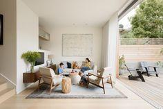 We nemen een kijkje in een fantastisch familiehuis in San Francisco, waar de schommel aan de trap hangt en waar een geweldige Eames lounge chair in de kamer