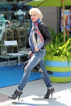 Gwen Stefani looking fabulous---i've liked her since high school