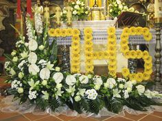 Church Flower Arrangements, Altar Decorations, First Holy Communion, Corpus Christi, Ikebana, Holidays And Events, Funeral, Decoupage, Images