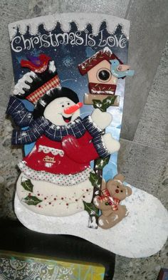Felt Christmas Stockings, Felt Stocking, Christmas Decorations, Christmas Ornaments, Holiday Decor, Tole Painting Patterns, Felt Applique, Felt Toys, Book Crafts