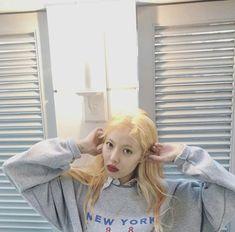 Check out Wonder Girls @ Iomoio Triple H, Pop Group, Girl Group, Hyuna Kim, Rapper, Strawberry Hair, Kim Chungha, Mod Girl, E Dawn