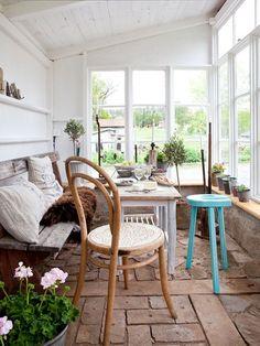 28 Airy Scandinavian Sunroom Designs