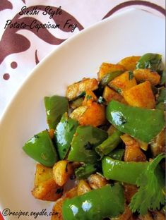vegetarian recipes Capsicum Recipes, Curry Recipes, Potato Recipes, Vegetable Recipes, Home Recipes, Indian Food Recipes, Cooking Recipes, Vegetarian Cooking, Vegetarian Recipes