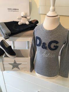 Mein Orig.D&G Junior Shirt Gr.6 Jahre / 116 cm von Dolce & Gabbana! Größe 104 für 30,00 €. Schau´s dir an: http://www.mamikreisel.de/kleidung-fur-jungs/langarmshirts-slash-longsleeves/31743331-origdg-junior-shirt-gr6-jahre-116-cm.