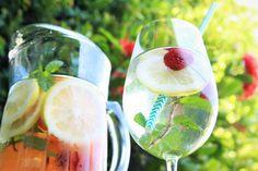 Se hidrate com duas opções de água detox perfeitas para enfrentar os dias mais quentes de verão e ótimas pra servir em festas e confraternizações.