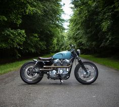 The latest from the UK workshop @foundrymc - a Harley bobber with a Triumph tank. Perfection ... or sacrilege?