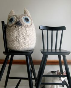 "purlsoho ""whit's knits"": big snowy owl. i never go for this kind of stuff but i just.. wanna... squeeze it...."