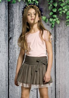 Neck and Neck Preteen Girls Fashion, Little Girl Fashion, Toddler Fashion, Baby Skirt, Baby Dress, Beautiful Little Girls, Beautiful Children, Jupe Short, Look Girl