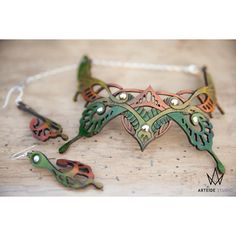 Leather jewelry set silver necklace earrings green Monarque (185 AUD) ❤ liked on Polyvore featuring jewelry, silver jewelry set, silver butterfly jewelry, green jewelry, silver chain jewelry and silver jewellery
