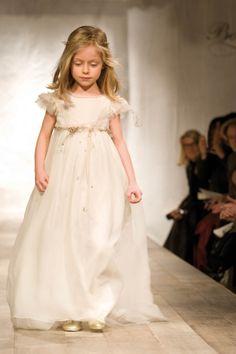 Online shop with Bonpoint for newborn. White Flower Girl Dresses, Little Girl Dresses, White Dress, Beautiful Dresses, Nice Dresses, Prom Dresses, Wedding Dresses, Kids Fashion, Fashion Show