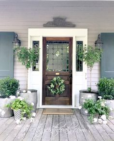 20 Awe-Inspiring Rustic Porch Decor Ideas for an Instant Farmhouse Vibe! 20 Awe-Inspiring Rustic Porch Decor Ideas for an Instant Farmhouse Vibe! Summer Front Porches, Summer Porch, Summer Diy, Spring Summer, Summer Ideas, Front Door Porch, Front Door Decor, Front Doors, Front Porch Decorations
