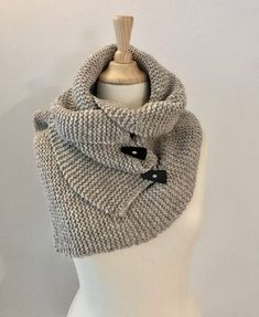 Brei een warme col-sjaal : gratis patroon – Annelies Baes Best Picture For Knitting For Your Taste You are looking for something, and it is. Knitted Bags, Knitted Shawls, Crochet Scarves, Crochet Clothes, Knitting Blogs, Free Knitting, Knitting Patterns, Crochet Cardigan, Knit Crochet