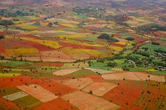 Montañas birmanas de colores. Trekking en otoño alrededor de Kalaw puede tener este aspecto.