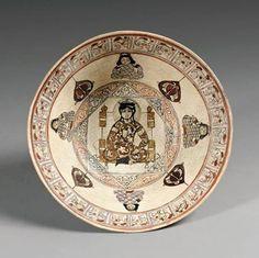 Türk Selçuklu tabak. Mandala. Arkaik ikonografilerde Gökyüzü daire, yeryüzü kare şeklinde tasvir edilirdi. Ara yönler ile birlikte 8 yön tüm kadim toplumlar tarafından bilinirdi. Türk şamanlar ateş yakmak için 8 kenarlı Ana Hatundan izin alırdı. Selçuklu 8 köşeli yıldızı bu kozmik düşünce ile bağlantılıdır. Jung bu tür çizimleri Mandala olarak isimlendirir.Nuray Bilgili