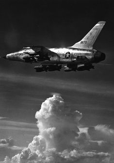 Republic F-105D-5-RE Thunderchief 58-1173 carrying a bomb load of sixteen 750-pound M117 general purpose bombs. (U.S. Air Force)