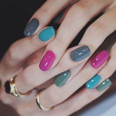 - We just only need to use a few different colors of nail polish to create great nail art. Many people think that designing unique graphics for nails … Stylish Nails, Trendy Nails, Cute Nails, My Nails, Hair And Nails, Prom Nails, Solid Color Nails, Nail Colors, Gradient Nails