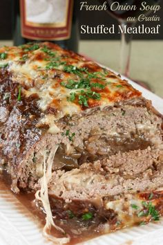 Onion Soup au Gratin Stuffed Meatloaf - caramelized onions and cheese tur. - Homemade Beef Recipes - mat matFrench Onion Soup au Gratin Stuffed Meatloaf - caramelized onions and cheese tur. Beef Dishes, Food Dishes, Main Dishes, Onion Soup Meatloaf, Turkey Meatloaf, Meat Recipes, Cooking Recipes, Easy Cooking, Barbecue Recipes