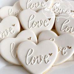 Christy on - Modern Valentine's Day Sugar Cookies, Sugar Cookie Royal Icing, Fancy Cookies, Iced Cookies, Cute Cookies, Easter Cookies, Cookies Et Biscuits, Summer Cookies, Heart Cookies