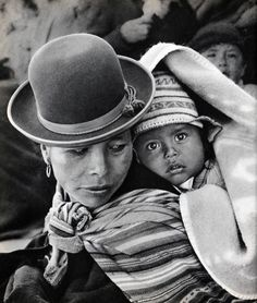 The Gifts Of Life Bolivian mother and child Monochrome Photography, Black And White Photography, Video Photography, Portrait Photography, Peru, Machu Picchu, Fotografia Social, Tres Belle Photo, Inka