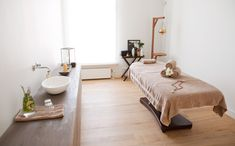 Massage Room Design, Massage Room Decor, Massage Therapy Rooms, Spa Room Decor, Home Spa Room, Spa Rooms, Spa Interior Design, Spa Design, Ayurveda
